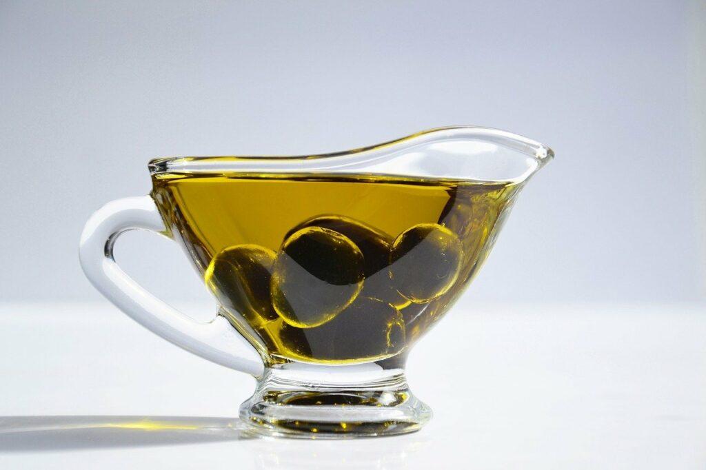 Olivenöl und Olivenblattextrakt vom Olivenbaum